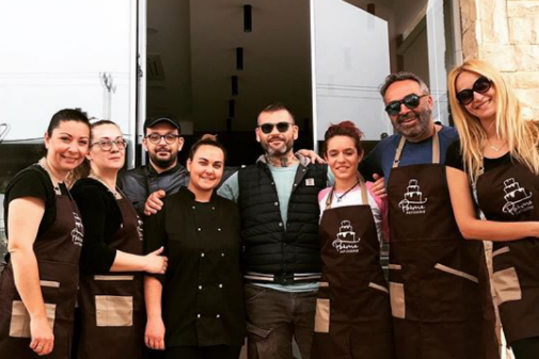 O Γρηγόρης Γκουντάρας άνοιξε ζαχαροπλαστείο – News.gr