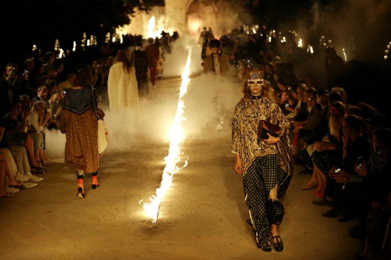 Κορυφαίοι οίκοι μόδας σταματούν να συνεργάζονται με μοντέλα κάτω των 18 ετών