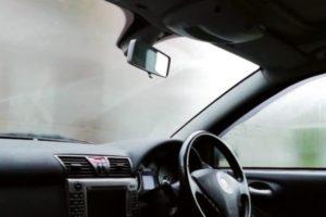 Απίστευτο: Αυτό είναι το κόλπο για να μην θαμπώσουν ξανά τα τζάμια του αυτοκινήτου σας! (Video) - Cars