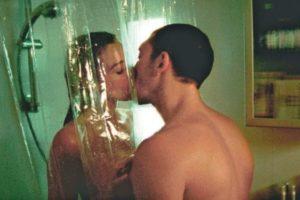 """Love shower"": Τι παραπάνω προσφέρει στο σ3ξ; – SEX"
