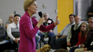 Γουόρεν: Eκπροσωπήθηκε από τον…σκύλο της σε προεκλογική συγκέντρωση