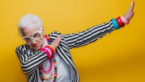 Viral βίντεο: H Ιταλίδα γιαγιά που συμβουλεύει για τον κορωνοϊό και κάνει… dab!