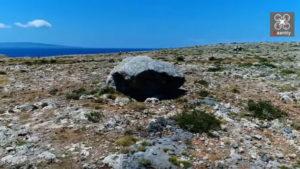 Μια απόκοσμη «έρημος» με κυκλώπειους βράχους στην άκρη της Ελλάδας