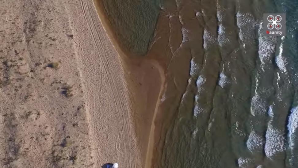 """ΒΙΝΤΕΟ: """"Ανάσα δροσιάς: 5 χιλιόμετρα παραλία με αμμόλοφους και ρηχά, ζεστά νερά"""""""