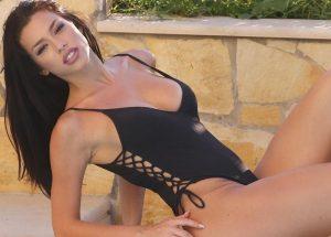 Οι σέξι πόζες της Ειρήνης Στεριανού ανεβάζουν την θερμοκρασία – News.gr