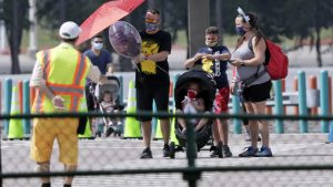 Walt Disney World: Υποχρεωτική χρήση μάσκας - ο Μίκυ σε απόσταση καθώς ανοίγει ξανά
