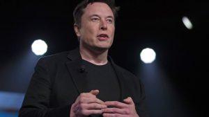 Πόσο κοστίζει το Tesla σορτσάκι του Έλον Μασκ