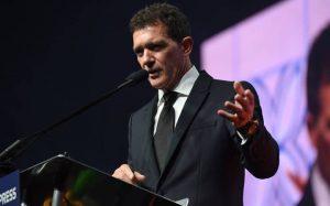 Θετικός στον κοροναϊό ο Αντόνιο Μπαντέρας – News.gr