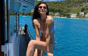 Η Εύη Ιωαννίδου σε δροσερές και αποκαλυπτικές πόζες στη θάλασσα – News.gr