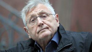«Έφυγε» σε ηλικία 82 ετών ο βραβευμένος με Όσκαρ Τσέχος σκηνοθέτης Γίρι Μένζελ