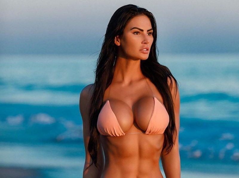 Το fitness model με το εντυπωσιακό μπούστο – News.gr