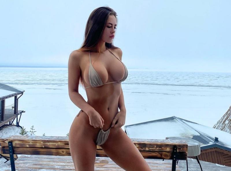 H Anastasia Alexandrovna προκαλεί εγκεφαλικά με το θεϊκό στήθος της – News.gr